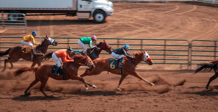 Horse racing live online